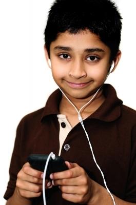 Niño con MP3